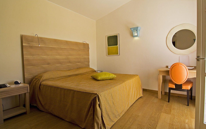 camera-matrimoniale-terrazza • Nichotel Carloforte